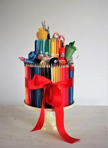 Read more about the article Stifte-Torte – eine Geschenkidee zum Schulanfang!